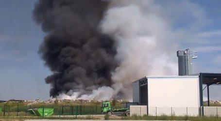 Zapalilo se odlagalište otpada u Belišću, dim se vidi iz Osijeka
