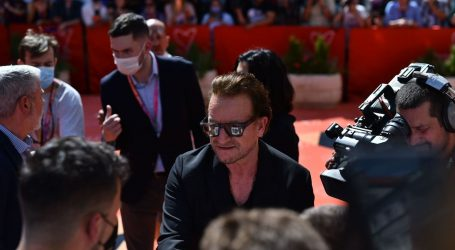 Bono Vox stigao u Sarajevo, dočekao ga aplauz i ovacije
