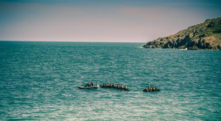 Iz prekrcanog i pokvarenog broda u Sredozemlju spašena 394 migranta