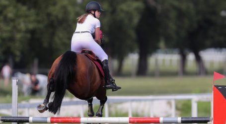 Mlad i neiskusan trkaći konj pobjegao sa staze na autocestu u Kentuckyju