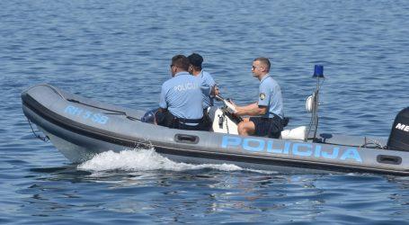 Dvije osobe spašene u požaru na brodici u blizini Rogoznice