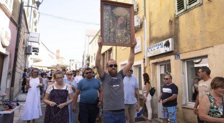Muškarac u Sinju poveo procesiju iako je službeno otkazana zbog koronavirusa