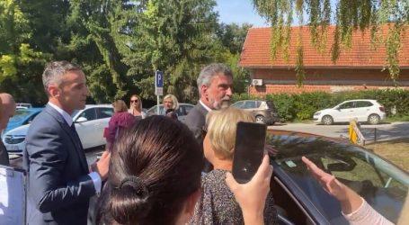 Prosvjednici u Krapinskim toplicama okružili ministra Fuchsa: Zaštitar ga je brzo 'pospremio' u auto