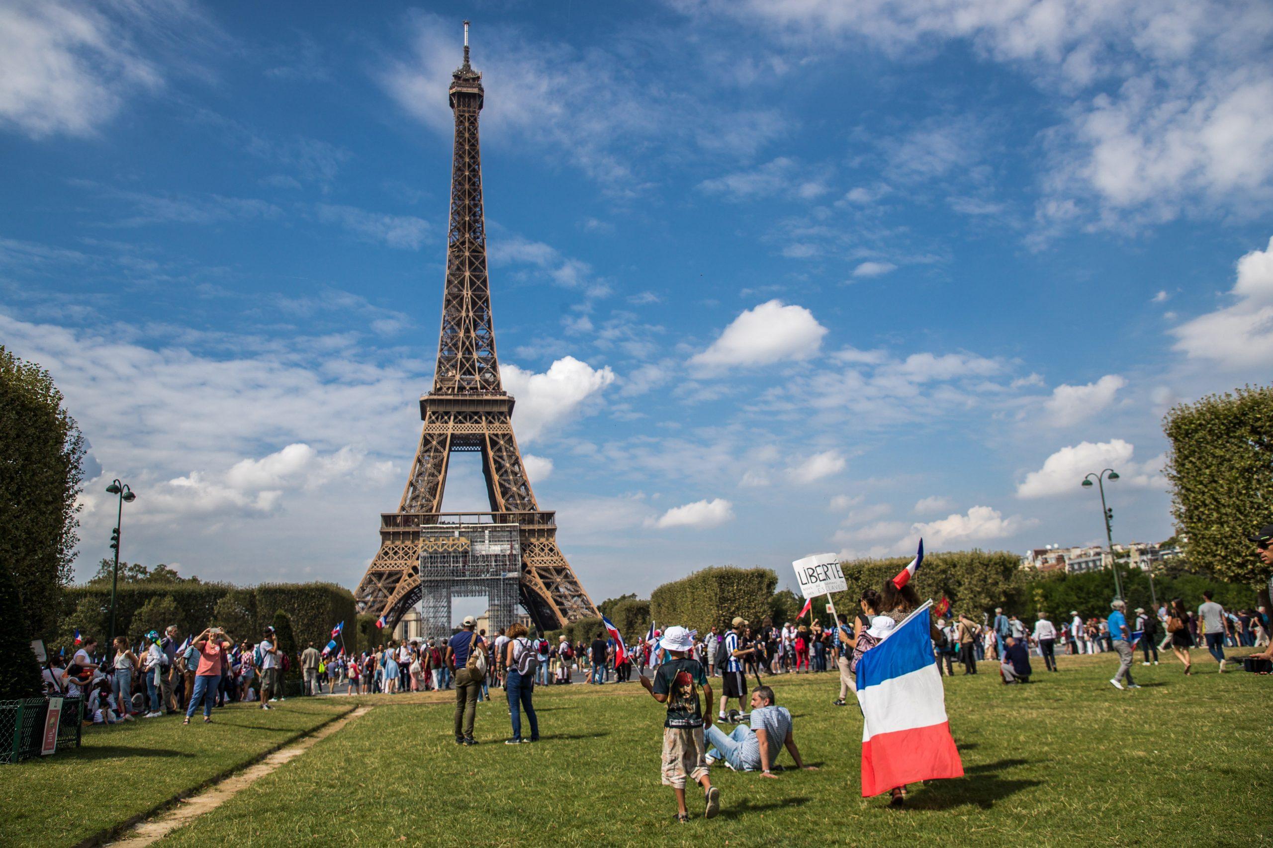 Francuska: Stišavaju se prosvjedi protiv covid potvrda