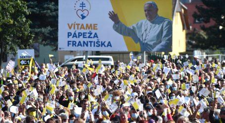 """Papa Franjo: """"Križ treba biti simbol vjere, a ne društveni i politički status"""""""