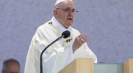 Papa Franjo završio posjet Mađarskoj i Slovačkoj, predvodio misu na otvorenom za više od 50 tisuća ljudi