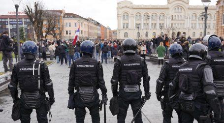 Počela intervencija crnogorske policije na Cetinju, koristi suzavce i šok bombe