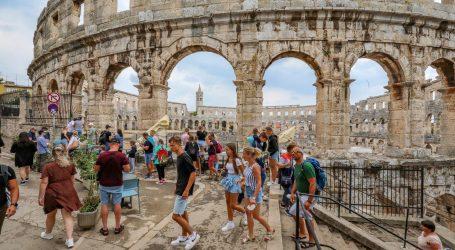 """Plenković: """"Turisti su nas prepoznali kao sigurnu zemlju, mogli bi premašiti 70% rezultata iz 2019."""""""
