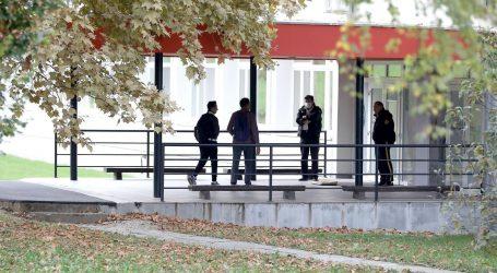 Krapinske toplice: Otac i dječak i danas pred ulazom u školu, tamo je i policija