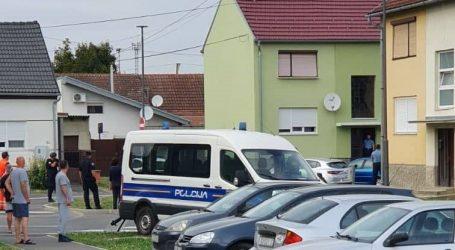 """Muškarac s prozora bacio ormar na policiju, navodno je prijetio bombom: """"Priđite bliže da vas dignem u zrak"""""""