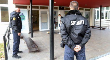Antimaskeri ponovno pred školom u Zagorju, stigla interventna policija, školu čuvaju zaštitari