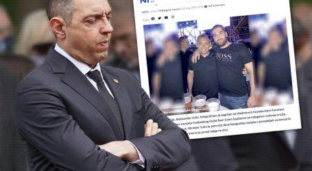 SRBIJA ZGROŽENA FOTOGRAFIJOM: Ministar policije Vulin u zagrljaju kriminalca, kaže da ne zna tko je on