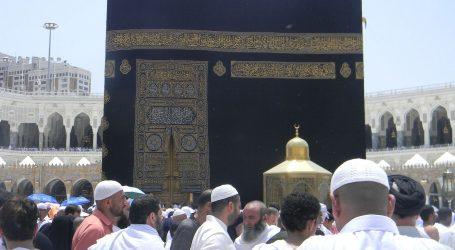 Cijepljeni vjernici u Velikoj džamiji u Meki molili rame uz rame