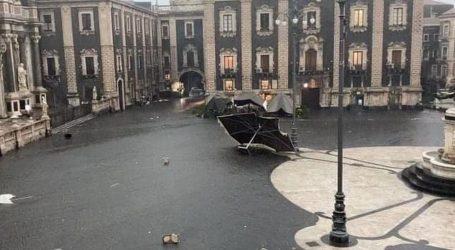 """Italiju zahvatilo teško nevrijeme, Catanija objavila da ih je pokosio """"tornado"""""""
