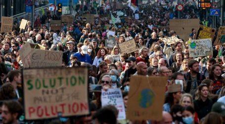 """Deseci tisuća prosvjednika za klimu u Bruxellesu: """"Političari umiru od starosti, Rosa je umrla zbog klimatskih promjena"""""""