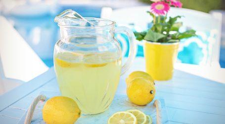 Znanstvenici kažu da limunada možda i nije idealan napitak u borbi protiv prehlade i gripe!?