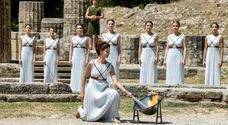 Na antičkom stadionu u grčkoj Olimpiji pali se plamenza Zimske olimpijske igre u Pekingu