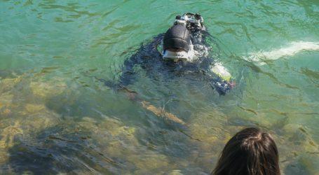 Izraelski ronilac pronašao križarski mač i dobio zahvalnicu kao dobar građanin